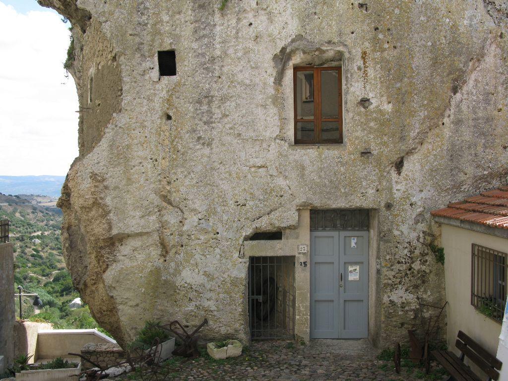 La Casa Nella Roccia.Sardegna Sedini La Casa Nella Roccia