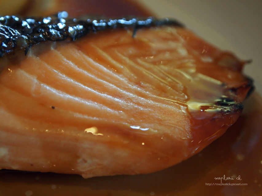 """Have a yummy day to u my dear friends""   This for food guru my sis Itim @kimhye31   #food #fish #photography #stripes"