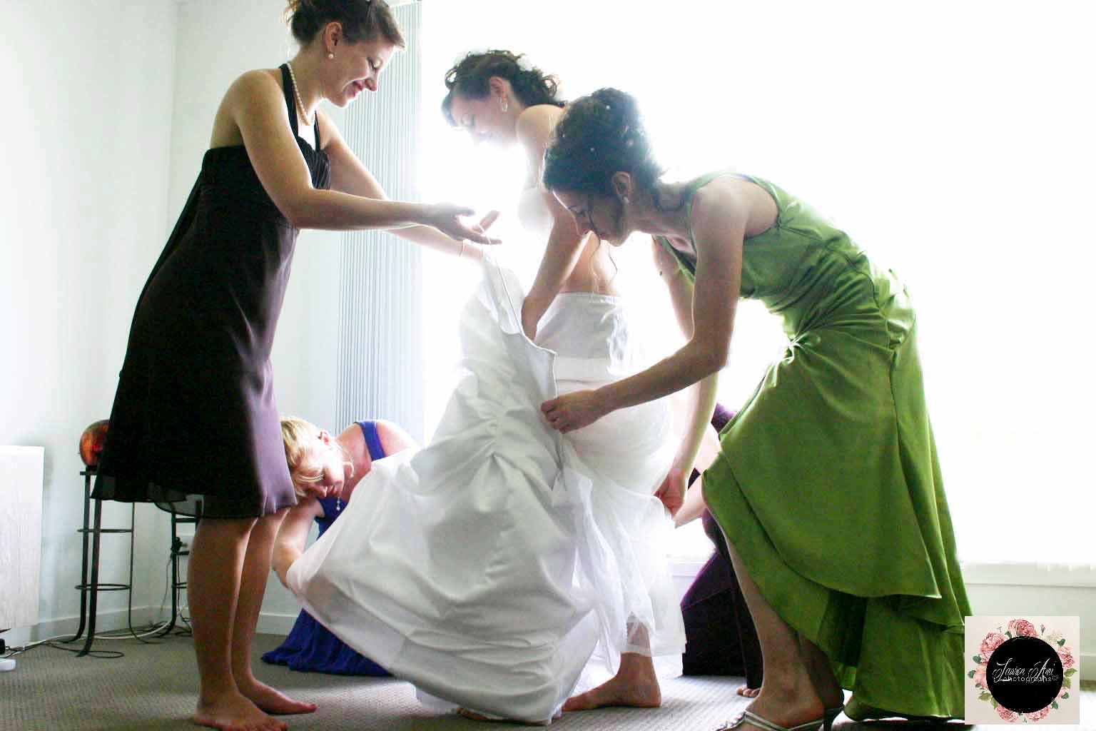 So much light bringing elegance to a bride getting ready #laurenamiphotographs #quirkyweddingideas #Australia #bridalbeauty #shoes #heart #sunshinecoastpo